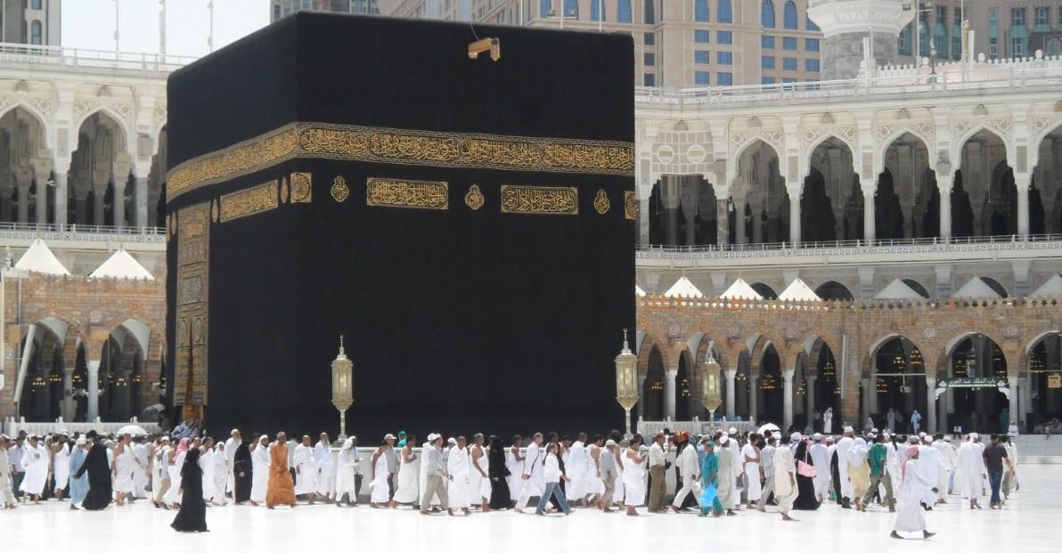 tawaf - paket umroh juni 2019 - hana tour